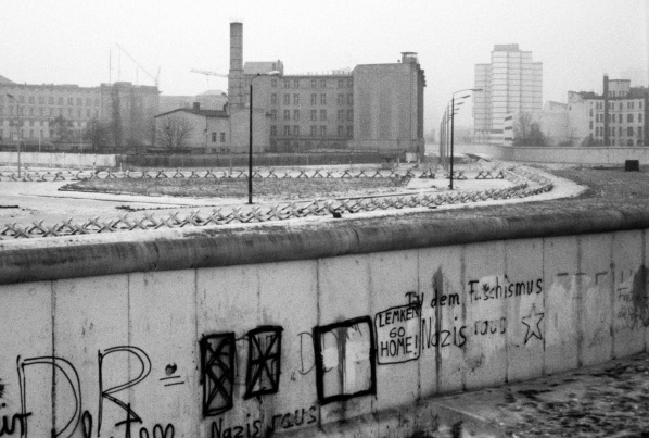 a history of the rise and fall of the berlin wall The berlin wall became the symbol for the entire cold war period and  world  history, the global cold war its rise, duration, and fall were intimately connected .